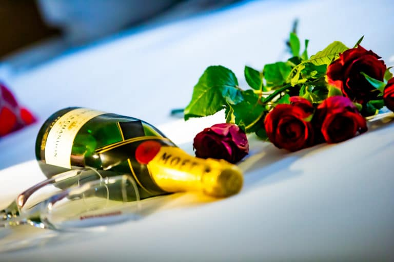 Séjour en couple en Bretagne, champagne et rose